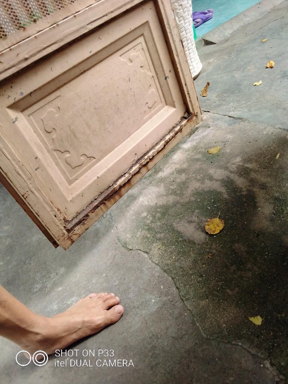 sửa cửa sắt tại nhà chân cửa bị gỉ set